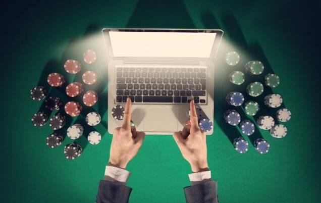 Bermain poker online versus bermain di kasino1.jpg