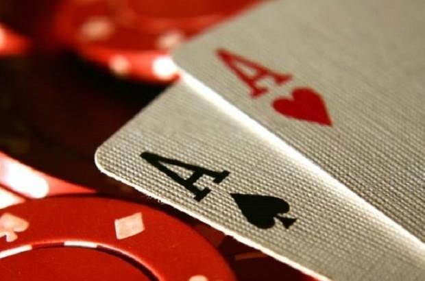 Bermain poker online versus bermain di kasino2.jpg